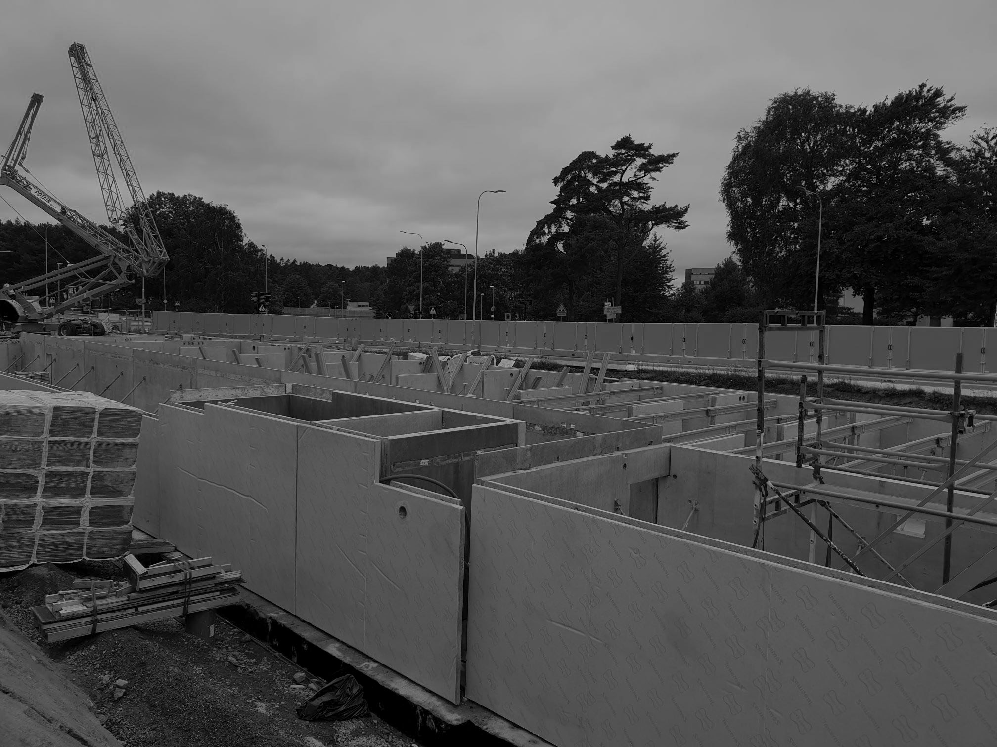 Byggplats betongväggar